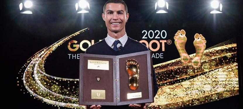 Cristiano Ronaldo reçoit le Golden Foot Award2020