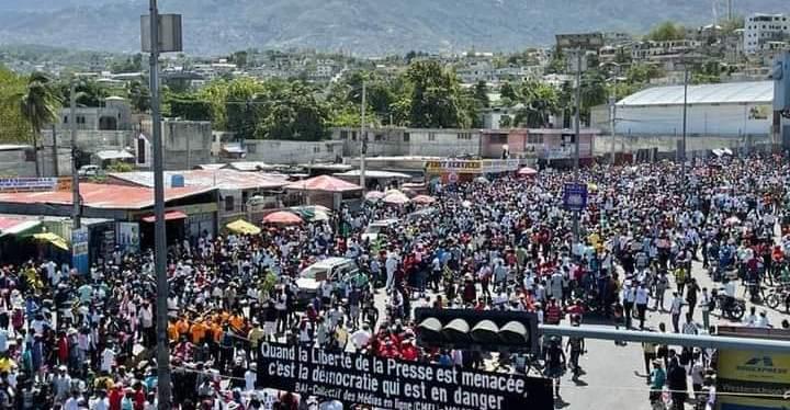 HORS CONTEXTE: Des milliers citoyens haitiens ont gagné la rue pour manifester contre l'insécurité